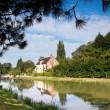 Le petit train touristique de Briare-le-Canal. Traversée par les canaux, Briare est une petite ville, du Loiret, fleurie pleine de charme au bord de la Loire. Epoque prospère où Briare était un important carrefour batelier de la Loire et des canaux mais également un site industriel produisant des perles, des boutons et de la mosaïque… Aujourd'hui les bâtiments témoignent de ce riche passé.